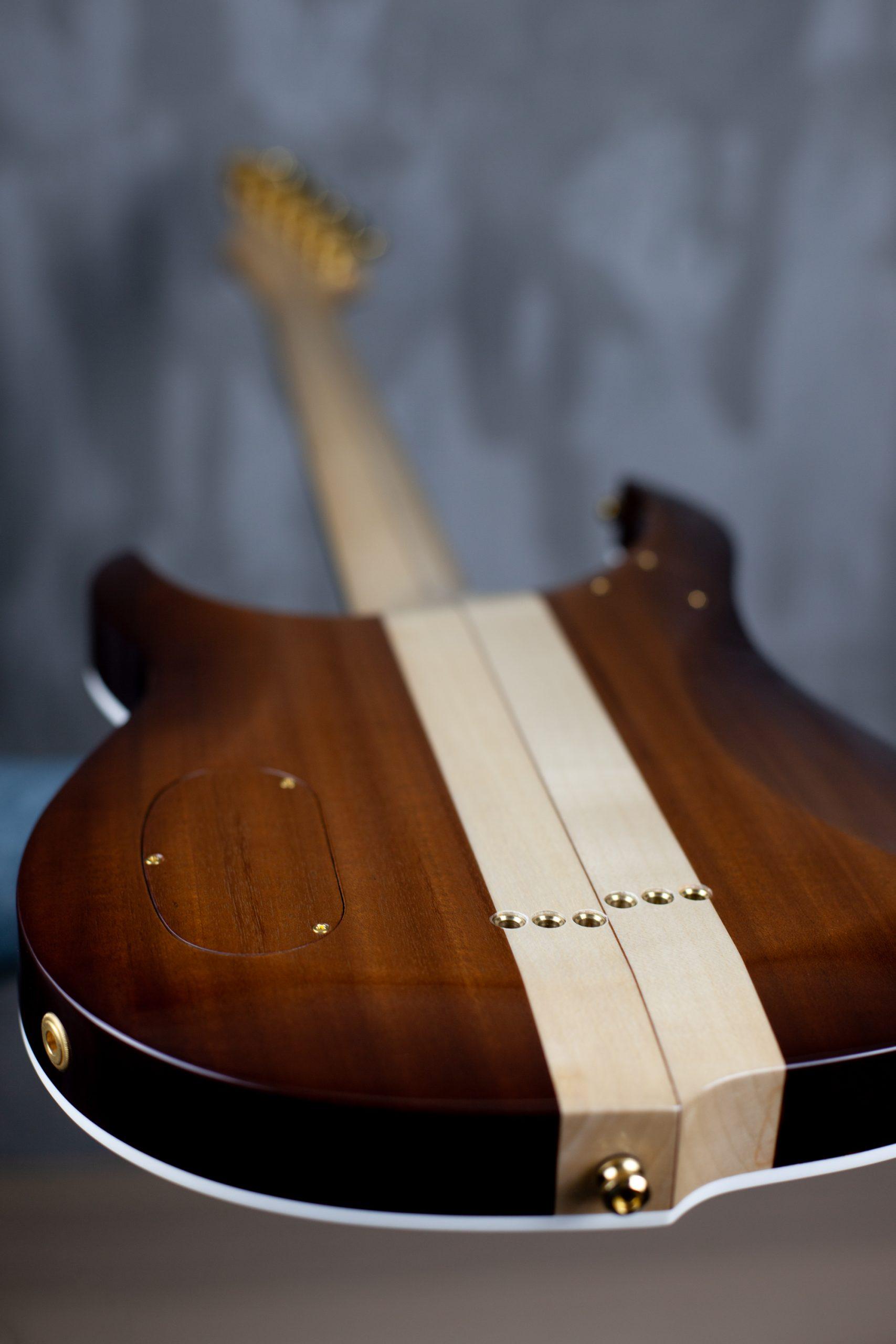 "Vue plongeante dos guitare électrique custom ""Volva"" Bertrand"
